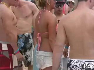 Miami beach party - scene 4