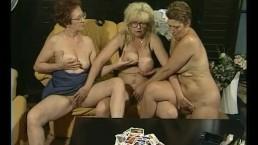 Granny Sex Lesbenspiele zu dritt