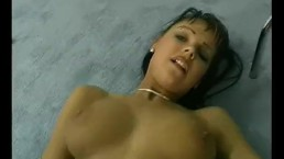 Milf makes herself cum with vibrator