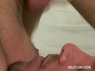 Guy masturbating in bed and finally cumming in his own mouth to drink