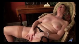 Real orgasm for amateur mom