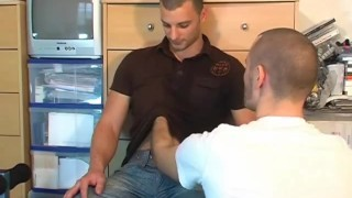 Películas porno gratis hd - straight Sport guy get suced in spite of him by a gay guy