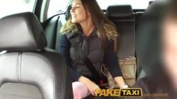 FakeTaxi Sexowna Iva nie jest w stanie odmówić kasy w mojej taksówce