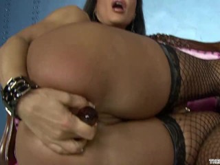 In A String Bikini Lisa Ann Plays With Herself