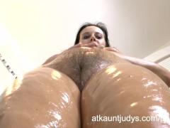 Curvy mature MILF Jana oils up and rubs down!