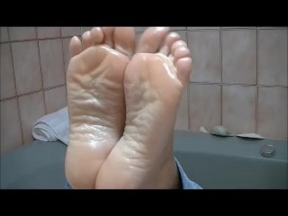 Actresses with big boobs sexy oiled feet pose soles arches toe point, kinky feet oil soles toe point