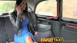 FakeTaxi - Mulher de negócios com vontade de foder na pausa do almoço