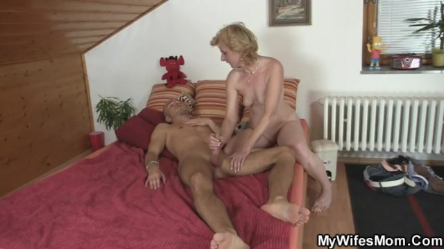 Порно тещи и жены на мобилу