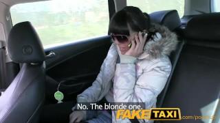 FakeTaxi被骗的年轻女孩在男朋友回报