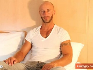 French sport guy get wanked his huge cock by gay guy !