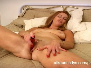 healthy over 40 milf april masturbates - pornhub