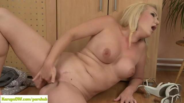 Xxx karups mature Blonde housewife caroline masturbating