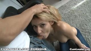 Claudia Shotz gives a hot BlowWork on the Street