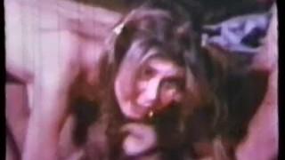 টকটকে ফরাসি, শ্যামাঙ্গিণী, শো বন্ধ তার মহিলাদের অন্তর্বাস