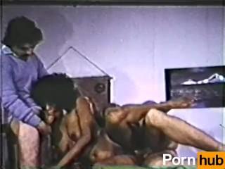 Peepshow Loops 320 70s and 80s - Scene 1