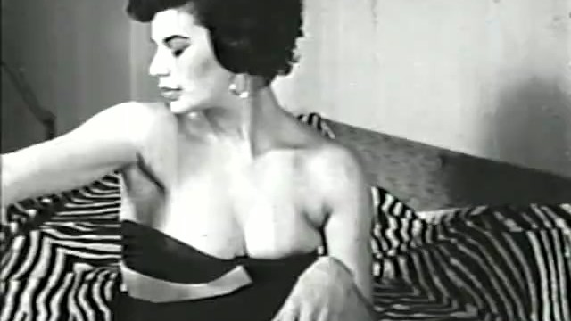 Vintage look of the 50s - Softcore nudes 565 40s and 50s - scene 2