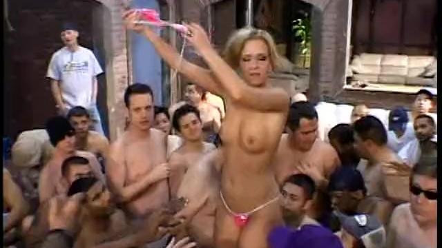 P4etty Blonde gets Her SweetcPu#sy Li'ked