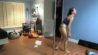 WEBCAM: Sybian Poledancing Practice