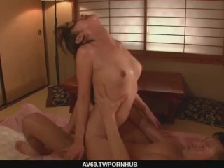 Marika´s japan girl blowjob ends in a pussy creampie