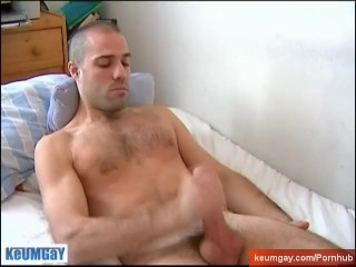 Hamid, a very sexy sport guy get wanked his real huge cock by a guy !