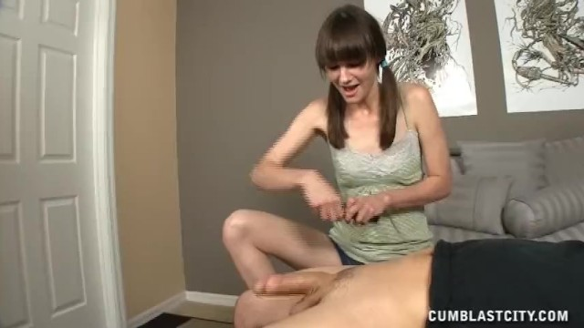 Topless teens rompl Topless teen gets cumblasted