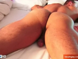A sexy athletic guy get massaged his nice ass and get wanked his huge cock.