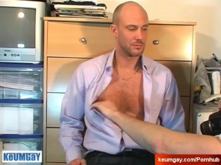 David a sexy straight guy serviced: get sucked by a guy in spite of him !