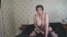 Mature Busty Alison fuckers her old pussy