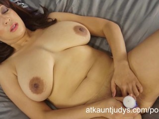 Lala Bond spreads her legs and fingers her pussy, then uses a toy.