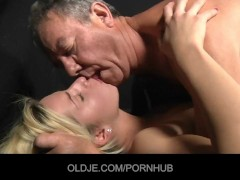 Old man assfucking a nimpho young blonde