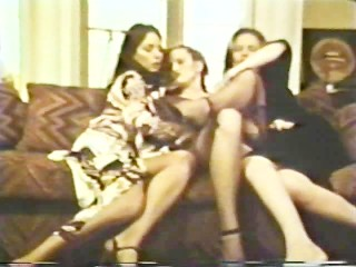 Lesbian Peepshow Loops 612 70s and 80s - Scene 1