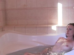 Fun in the bathtube. Masturbation HD