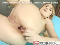 Leyla inserts a fist into her ass and pussy at the same time