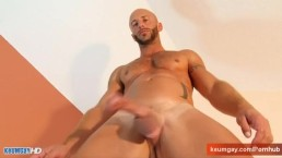 This straight arab guy serviced ! Get wanked his huge cock !