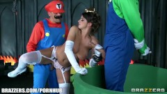 Mario and luigi parody double stuff - Brazzers