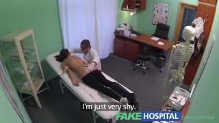 девочка с потрясающим телом мастурбирует на камеру для своего парня