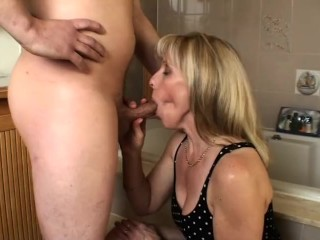 Wife Cheating Fuck Bathroom Blow - Job with a 23 Year Old Fan