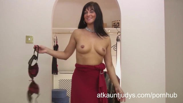 Amatuer pussy mgp - Amatuer mature mommy lelani tizze masturbates in a dress