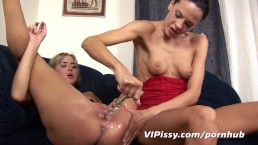 Piss lessons for my 18 yr old lesbian lover
