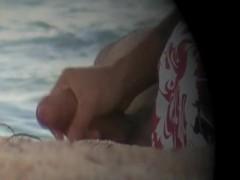 flagra de punheteiro na praia 098