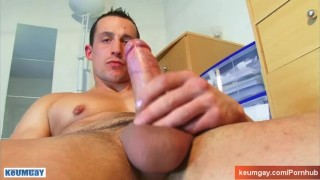 Full video (25mns): A str8 soccer player gets wanked his huge cock by a guy