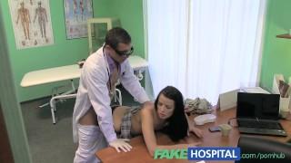 Film porno - Falso Collo Rigido Dell'ospedale Seguito Da Un Grosso Cazzo Rigido Dal
