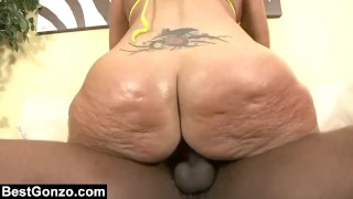 Milf Shakes Her Big Butt On Black Dick porno