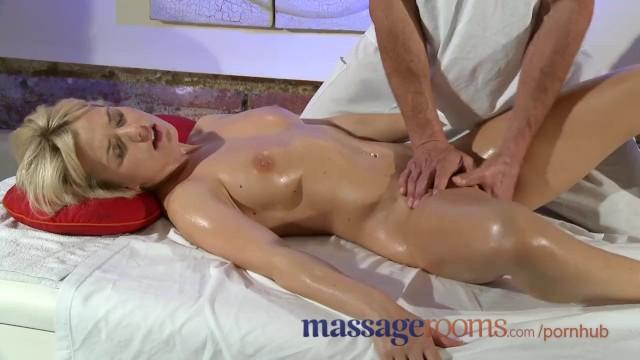 массаж интимных зон для женщин довести струйного оргазма учится