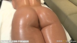 Alison Tyler gets all oiled up - Brazzers