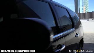Ariella Ferra gives her driver a ride - Brazzers