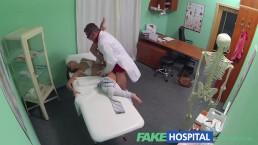 Fake Hospital Ninfomane brunetta teenager torna nell'ufficio del dottore