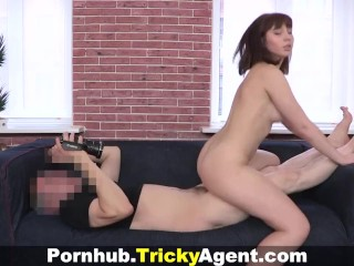 Tricky Agent - Hiding from the rain a brunette is trapped!
