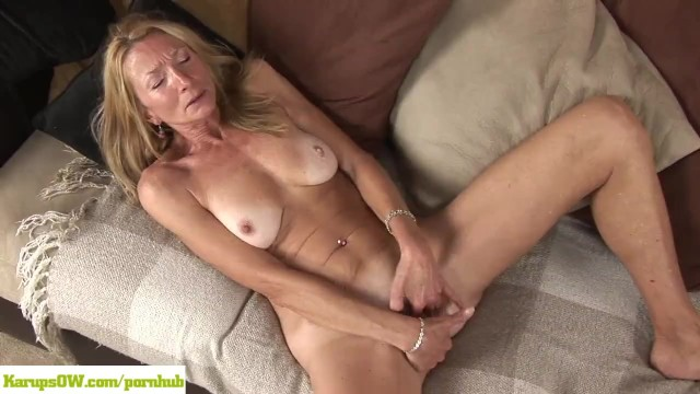 Robert clancy porn Older cougar pam roberts fingers twat