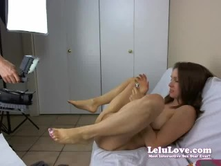 WEBCAM: She plays with anal plug and takes cumshot in EYE!!